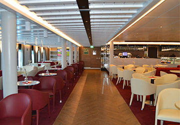 golden_star_ferries_superferry_bar_walkway