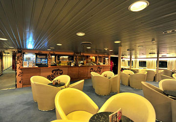 golden_star_ferries_superferry_ii_food_and_lounge